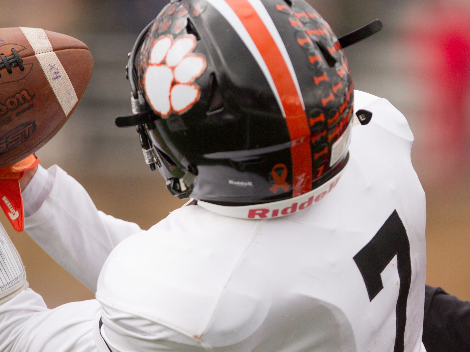 Bulldog Jackson Krause catches a pass from quarterback Will Jontz Saturday, Oct. 27, 2018.