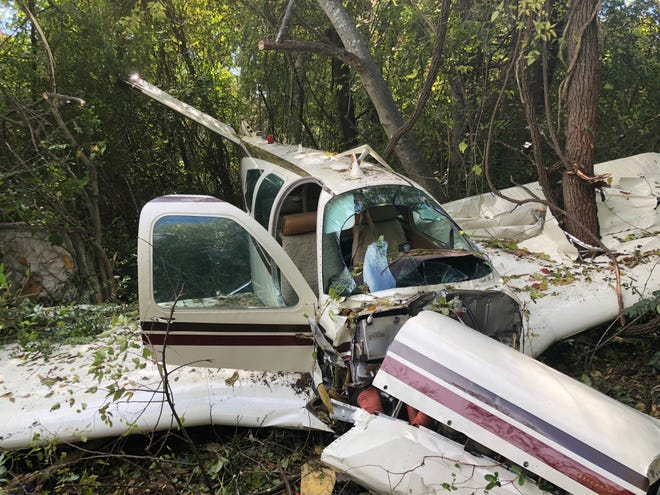 A small plane crashed near a Murfreesboro apartment complex Sunday.