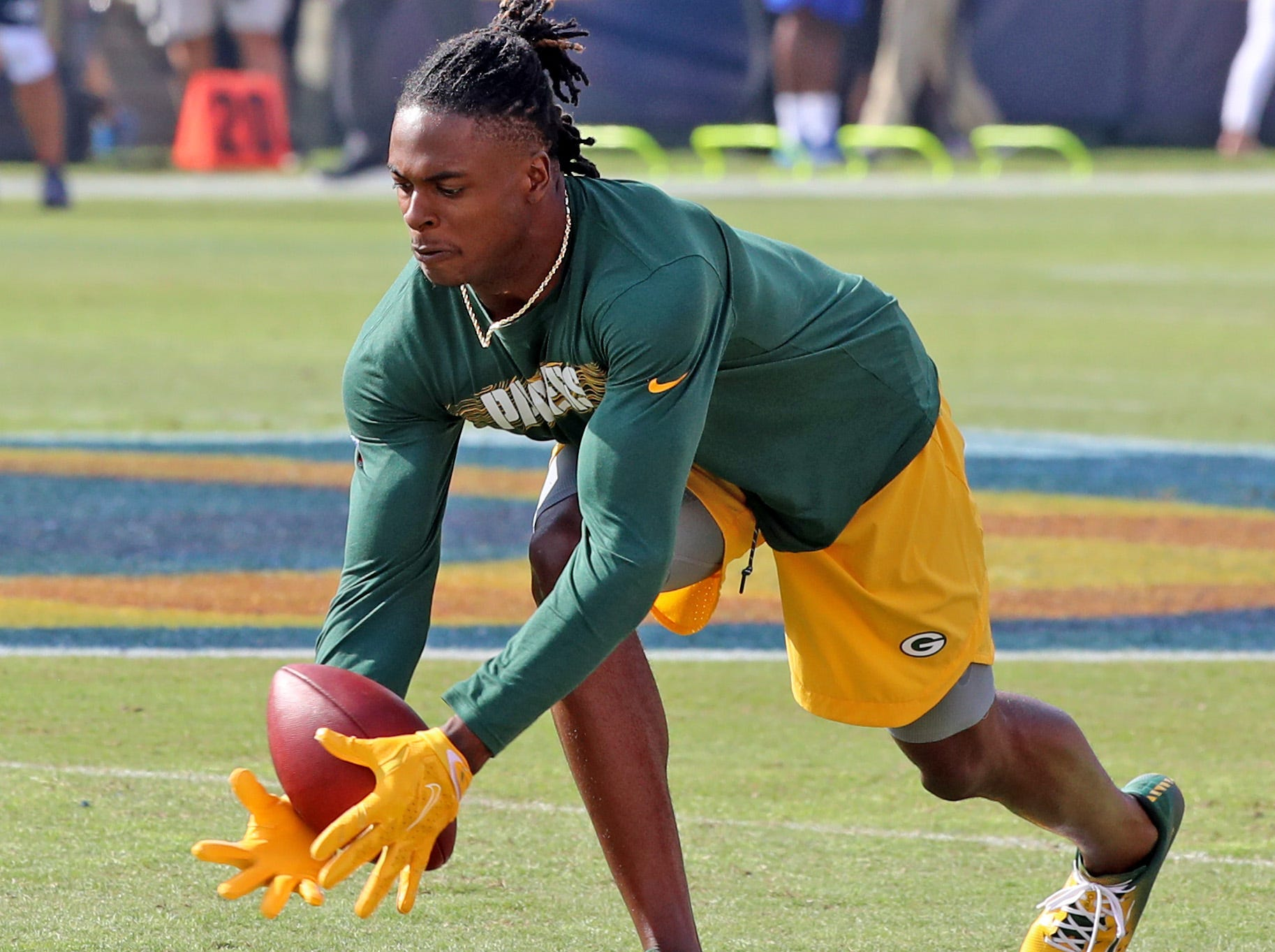 Davante Adams warms up before the game against the LA Rams Sunday, October 28, 2018 at the Memorial Coliseum in Los Angeles.