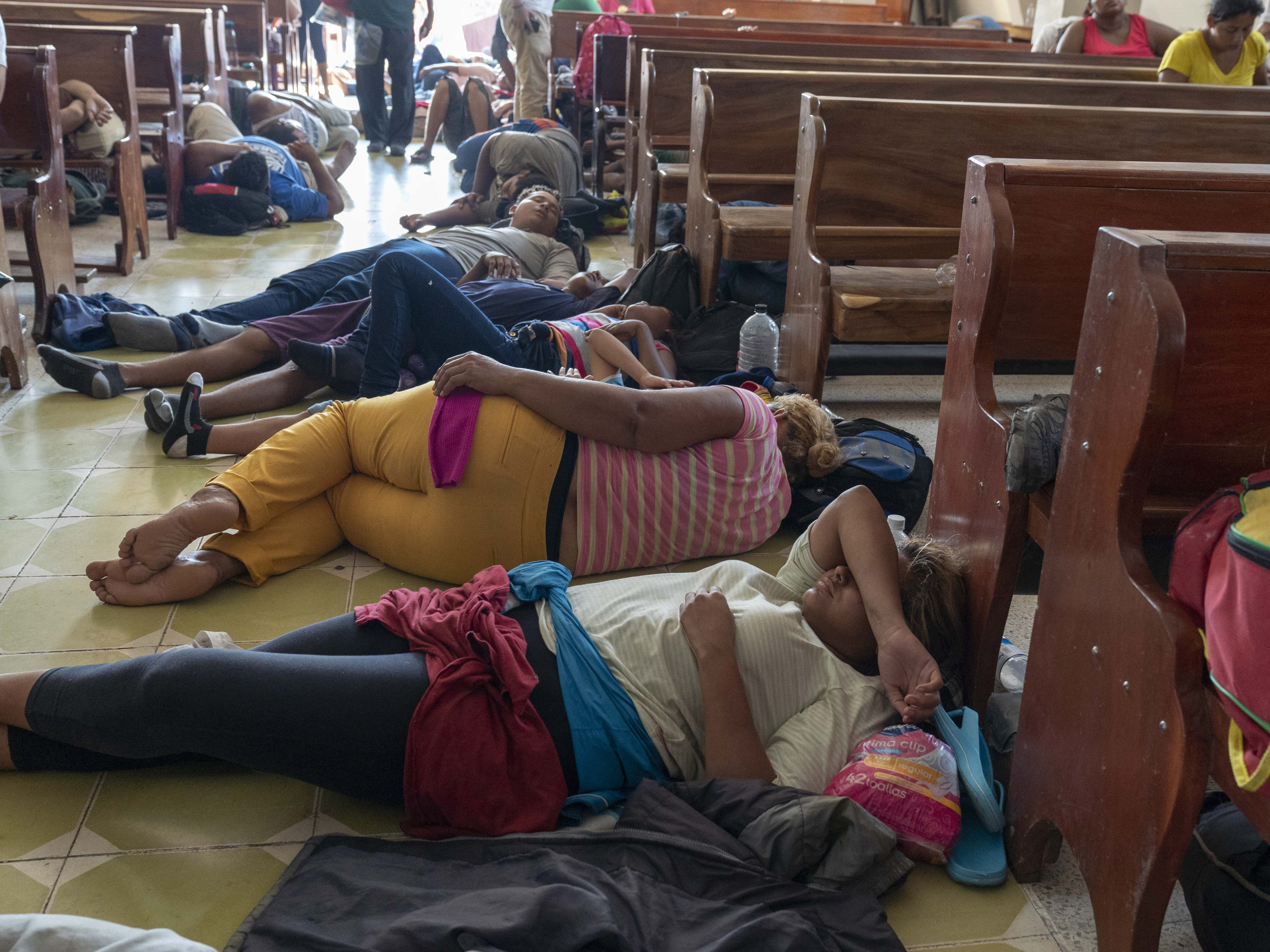 Thousands of migrants from Honduras and other Central American countries traveling in a caravan reached the state of Oaxaca on Oct. 27, after crossing through the entire state of Chiapas on their way to the U.S. border.