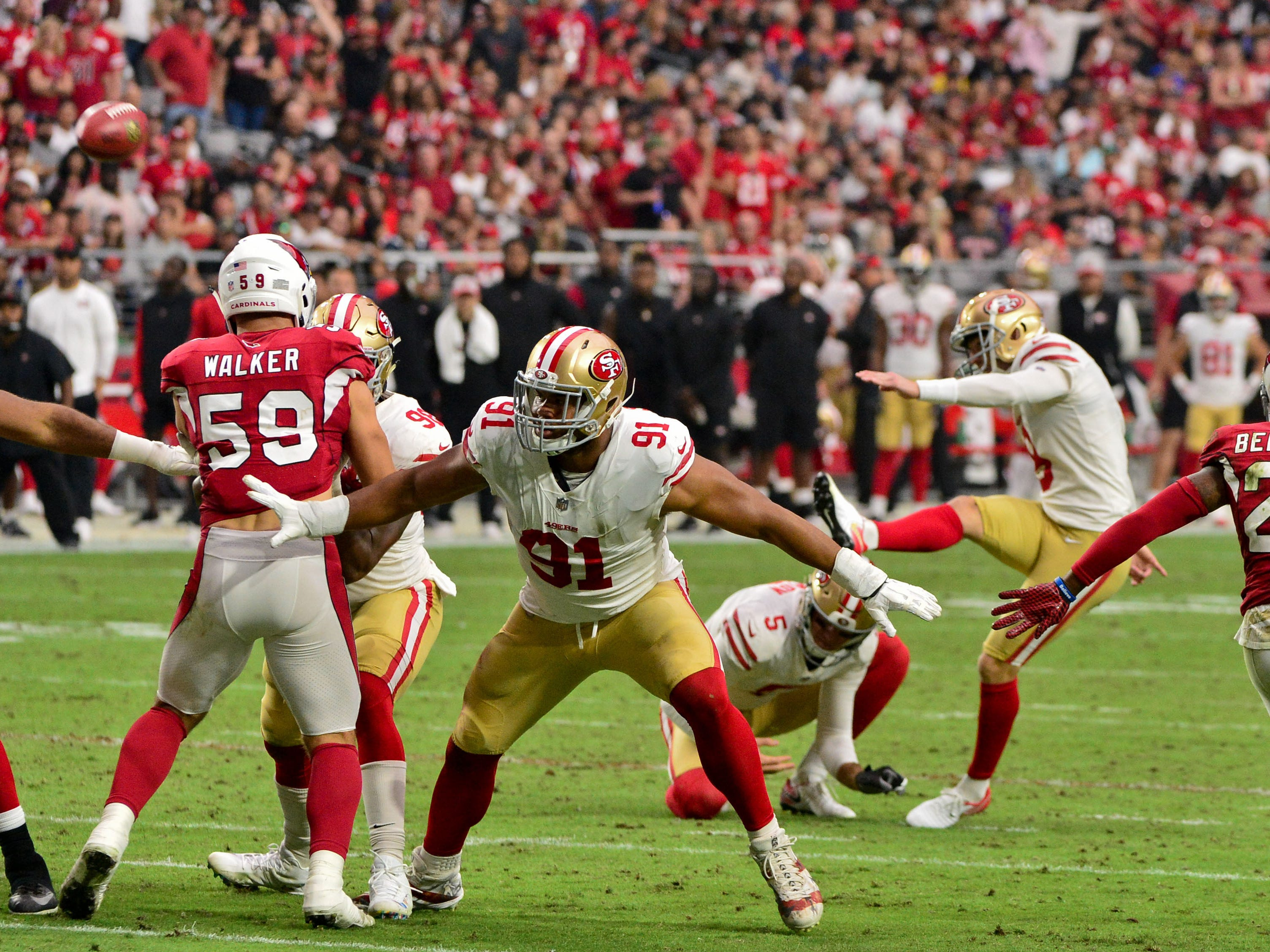 Oct 28, 2018; Glendale, AZ, USA; San Francisco 49ers place kicker Robbie Gould (9) kicks a field goal during the first half against the Arizona Cardinals at State Farm Stadium.