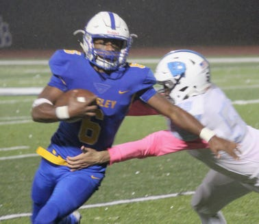 Jalen Leonard-Osbourne runs around a Westlake defender during Ardsley's 28-6 victory in a Section 1 Class B semifinal at Edgemont High School Oct. 27, 2018.
