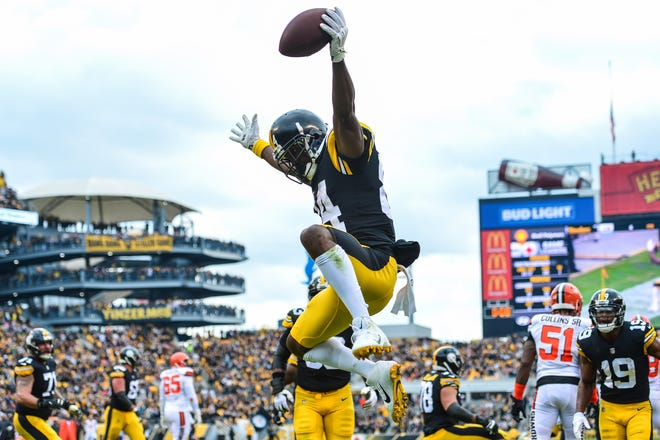 Pittsburgh Steelers wide receiver Antonio Brown (84) reacts after scoring a touchdown during the second quarter against the Cleveland Browns at Heinz Field.