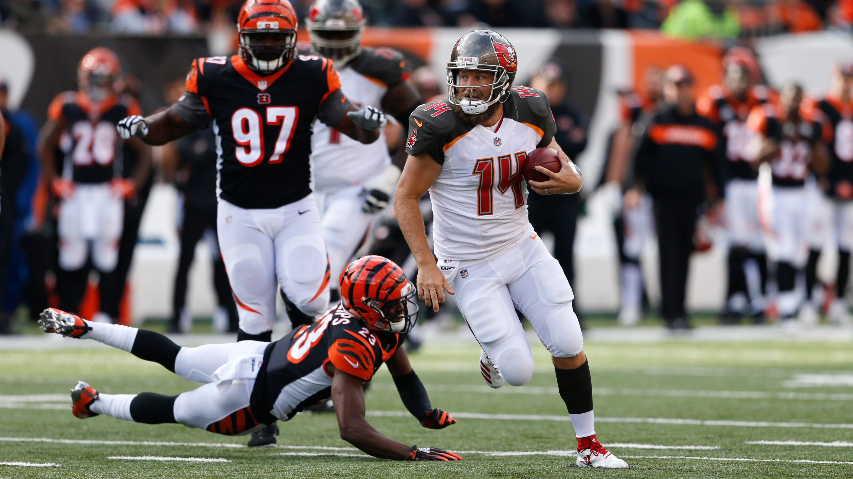 d3da25e73 Ryan Fitzpatrick s furious rally falls short for Buccaneers after Jameis  Winston s benching