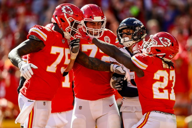 Kareem Hunt (27) of the Kansas City Chiefs celebrates with teammates Cameron Erving (75) and Eric Fisher (72) after an amazing run for a touchdown during the third quarter.