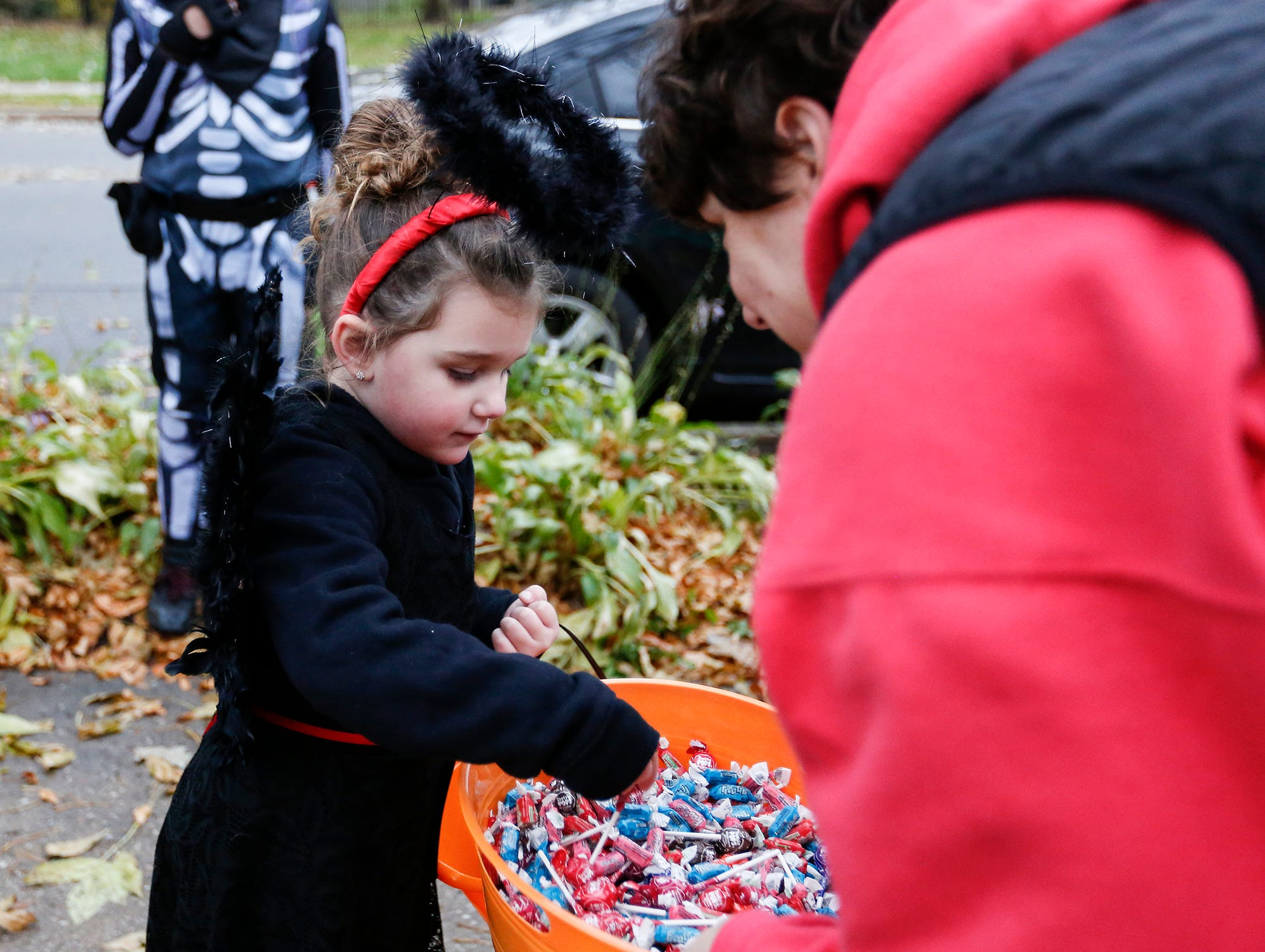 Kali Reinhart of Fond du Lac picks out some candy while trick or treating Sunday, October 28, 2018 in Fond du Lac, Wisconsin. Doug Raflik/USA TODAY NETWORK-Wisconsin