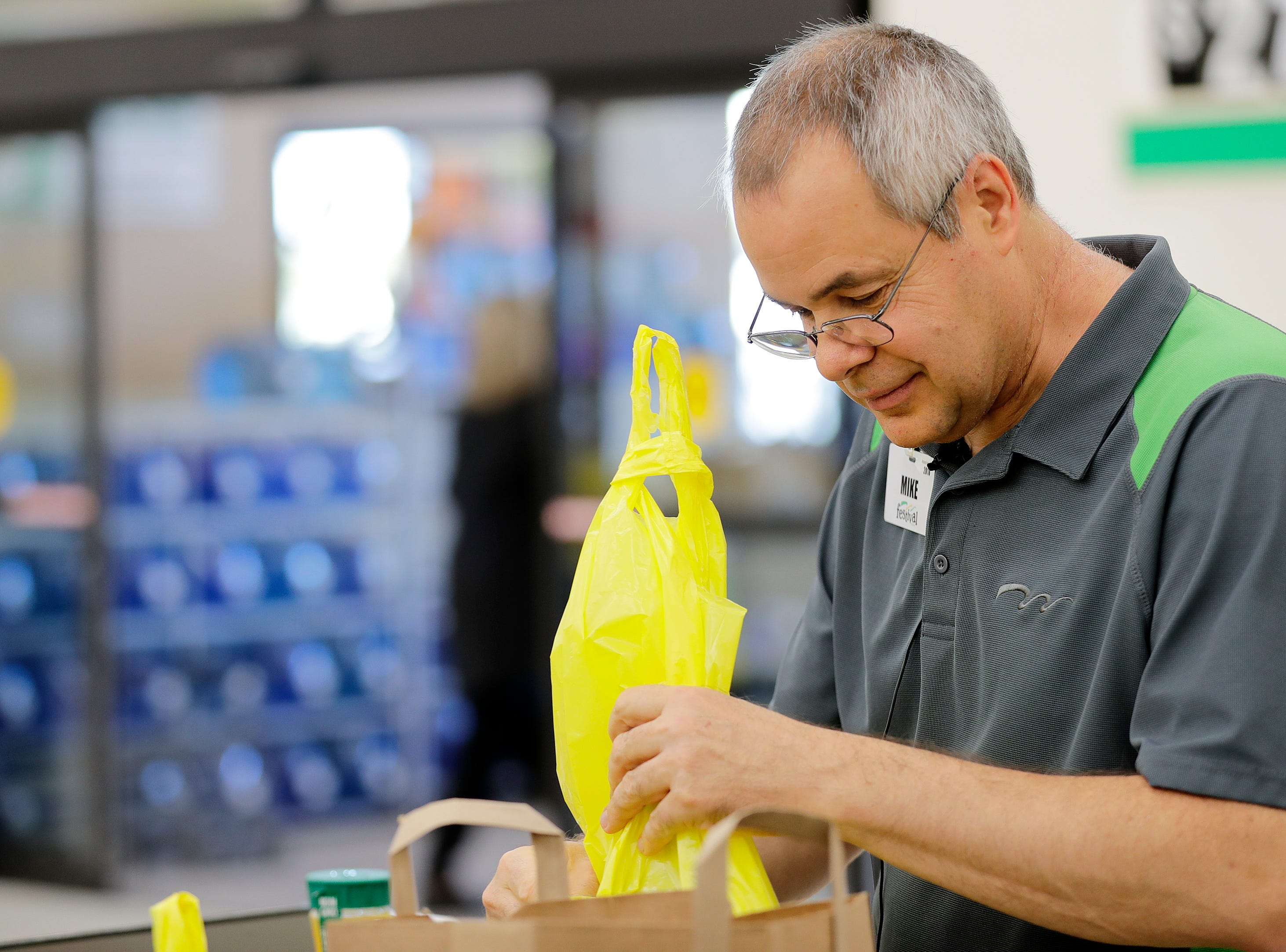 Hiring of workers with disabilities attracts attention in tight labor market
