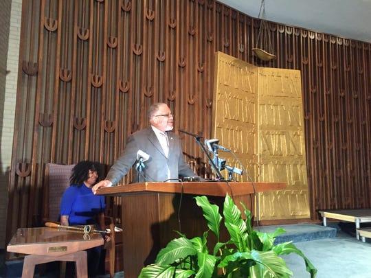 Bishop Ronnie Crudup speaks to Beth Israel Congregation