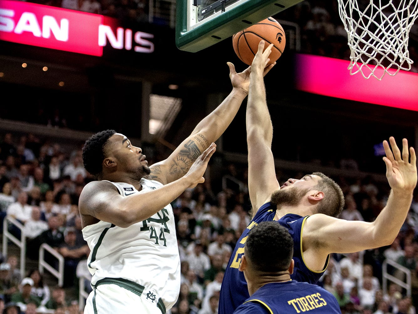 Michigan State's Nick Ward, left, shoots as Notre Dame's Martinas Geben defends during the second half on Thursday, Nov. 30, 2017, at the Breslin Center. The Spartans beat Notre Dame 81-63.