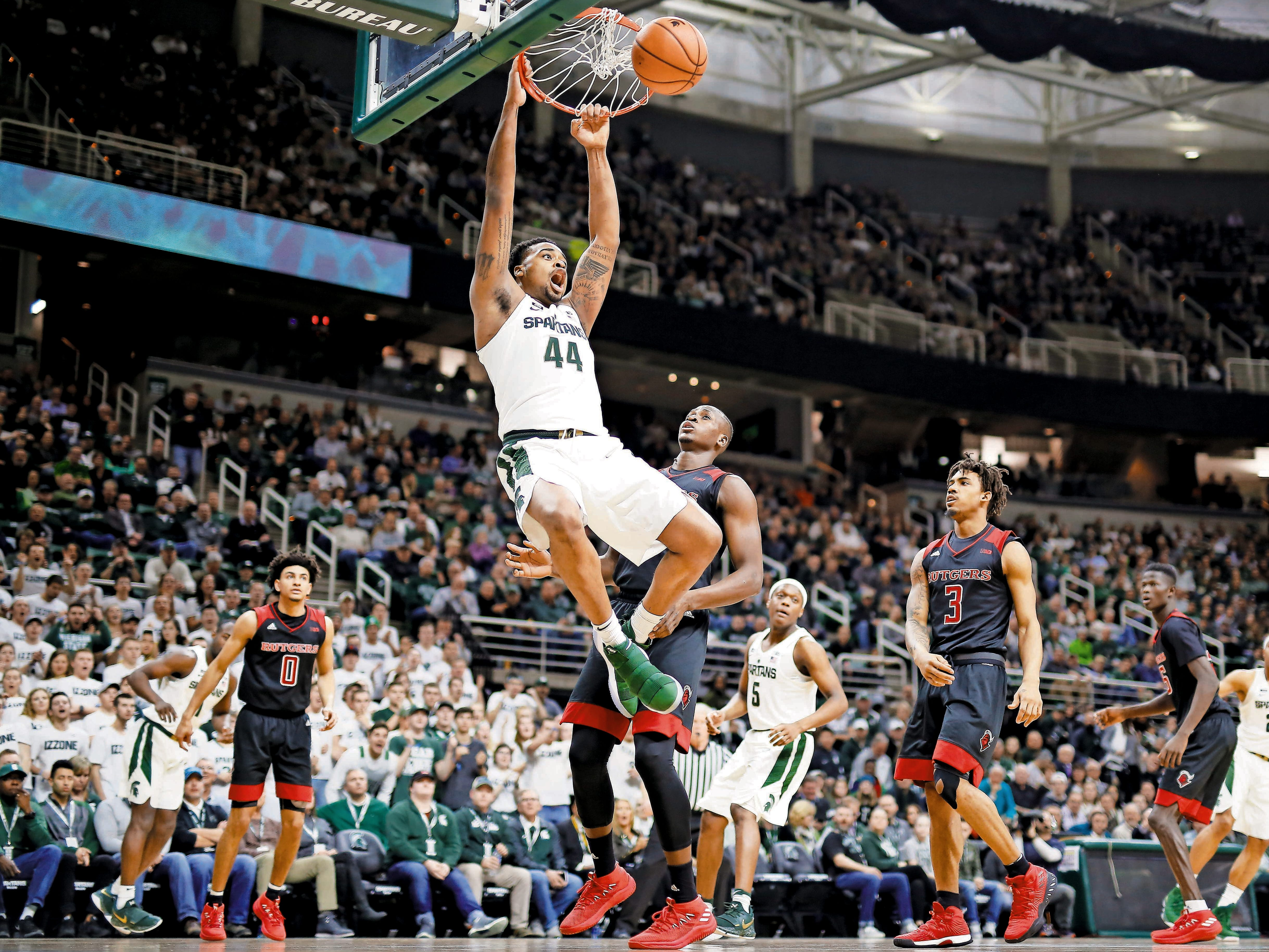 Nick Ward dunks during the Spartans game against Rutgers.