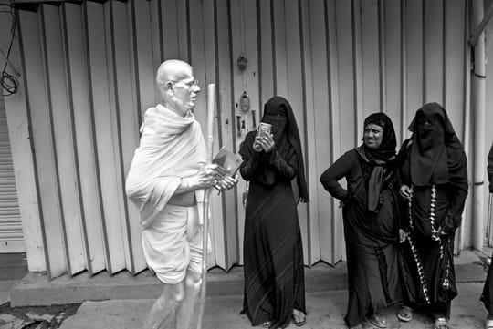 Cop Shiva, Gandhi impersonator, Basavaraju, digital inkjet print on Hahnemühle Photo Rag Bright White Archival Paper.
