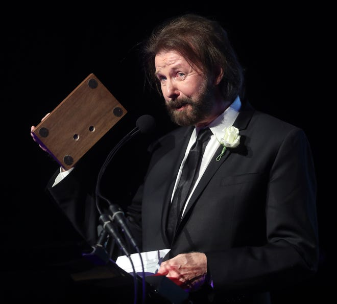 Class of 2018 inductee Ronnie Dunn accepts his award during the 48th Anniversary Nashville Songwriters Hall of Fame Dinner and Induction Ceremony at the Music City Center Sunday, October 28, 2018.