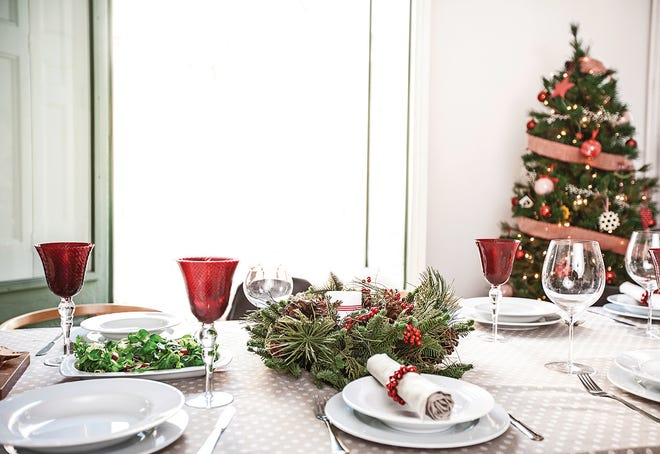 When decorating for holiday parties, experts recommend choosing a theme that matches both your home and your personal style. Modern décor will look out of place in a home with a rustic style.