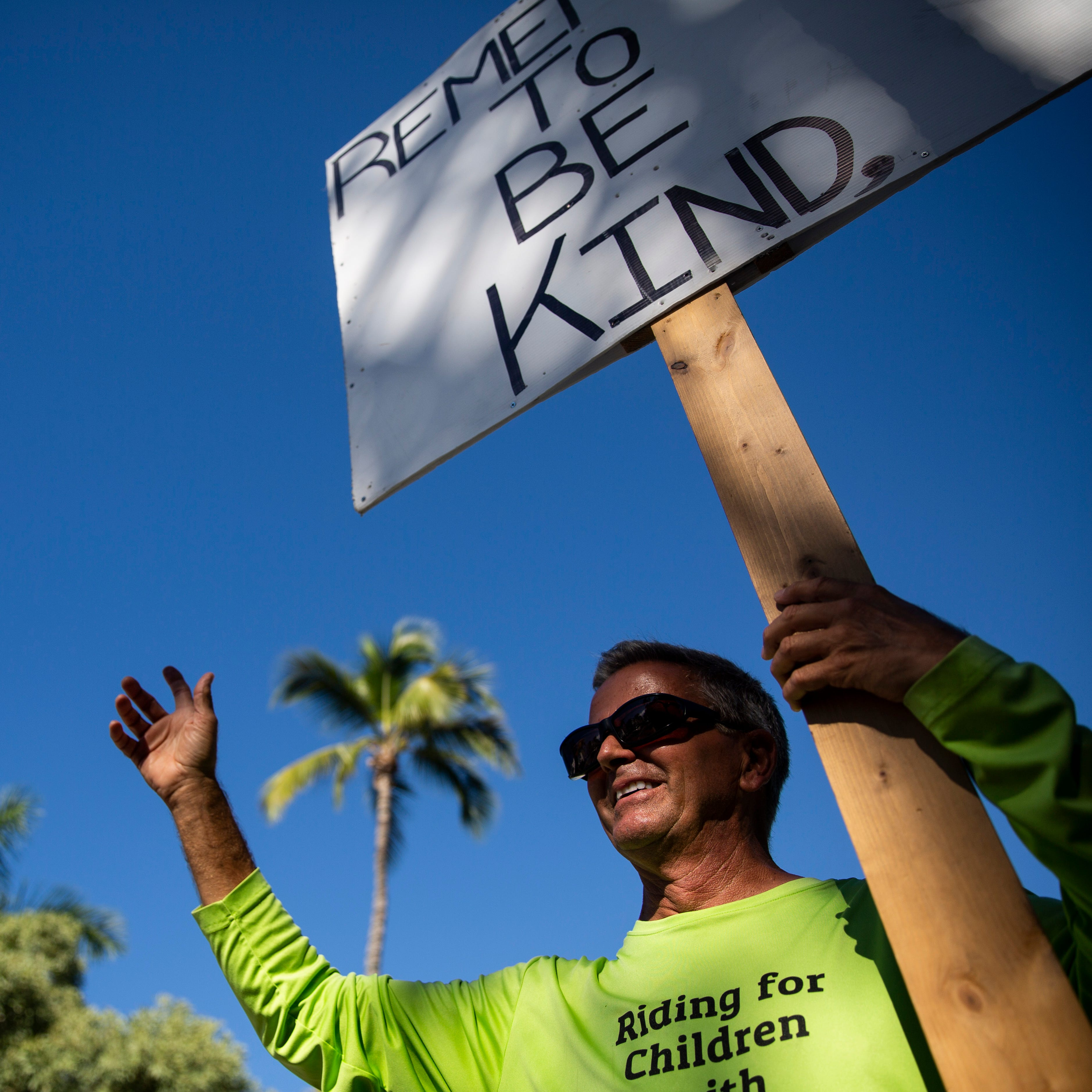 Inspired to take action after mass shooting, Naples retiree travels with message: 'Be kind'
