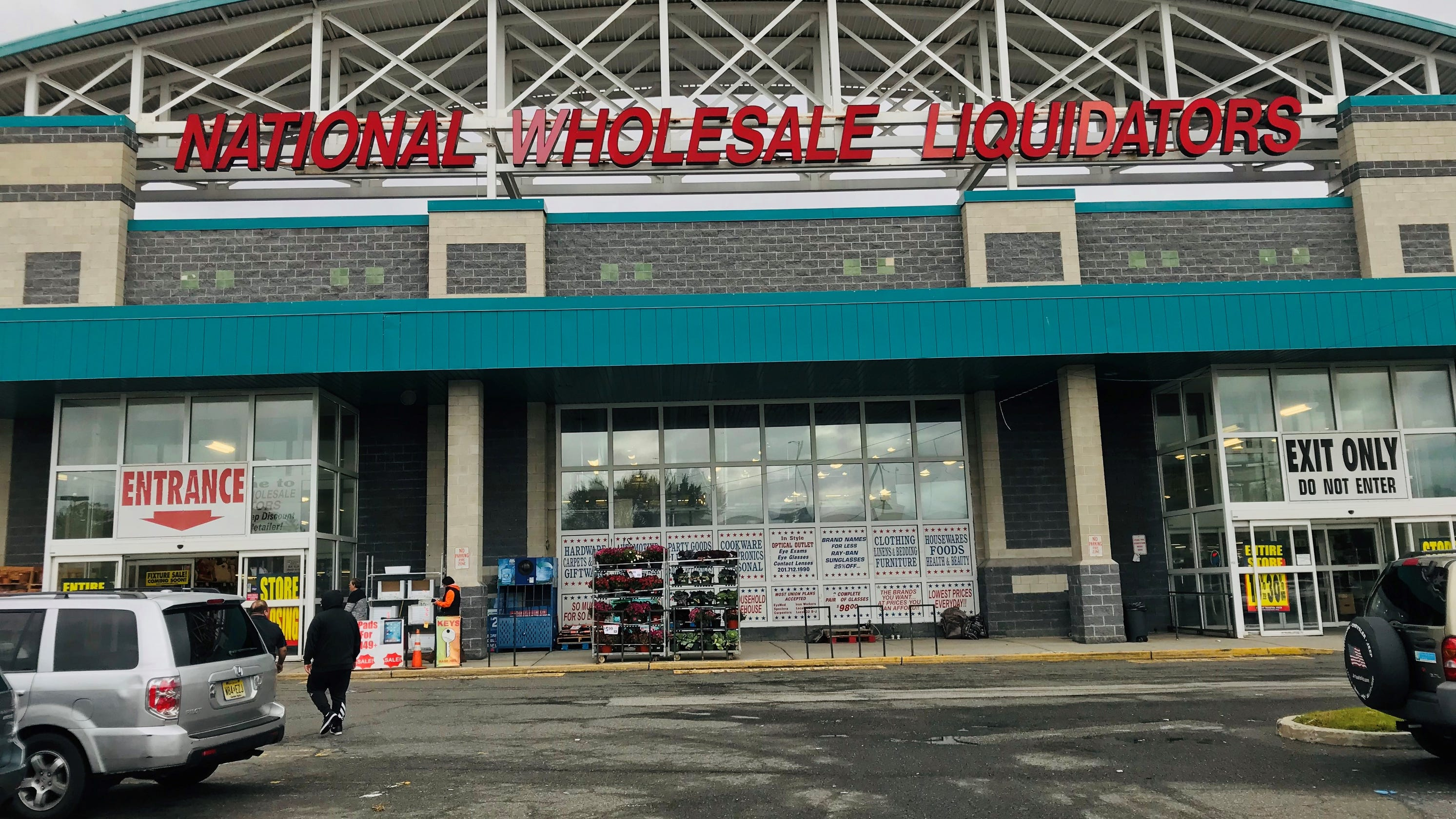 Discount chain National Wholesale Liquidators facing liquidation