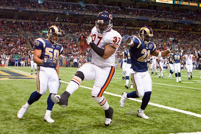 ST. LOUIS, MO - NOVEMBER 23:  Jason McKie #37 of the Chicago Bears scores a touchdown against Pisa Tinosamoa #50 and Oshiomogho Atogwe #21 both of the St. Louis Rams at the Edward Jones Dome on November 23, 2008 in St. Louis, Missouri.    (Photo by Dilip Vishwanat/Getty Images)