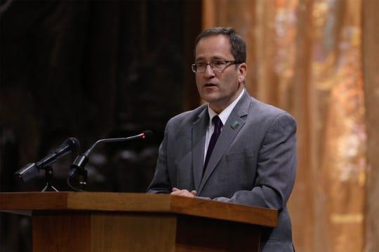 Rabbi Peter Stein, senior rabbi at Temple B'rith Kodesh, addresses the crowd.