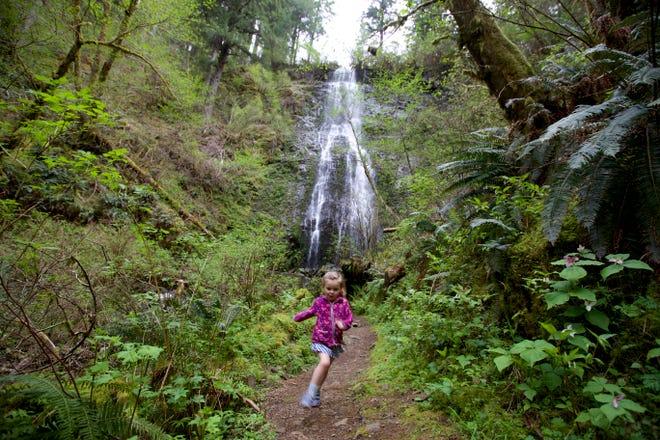 Lucy Urness, 3, running below on the Niagara Falls Trail.