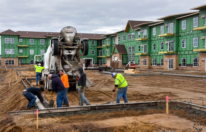 """The employment growth in the construction industrywas a large contributor to a """"strong"""" trend in St. Cloud's MSA. Construction crews work on a new apartment building in Sartell, shown here on Oct. 29, 2018."""
