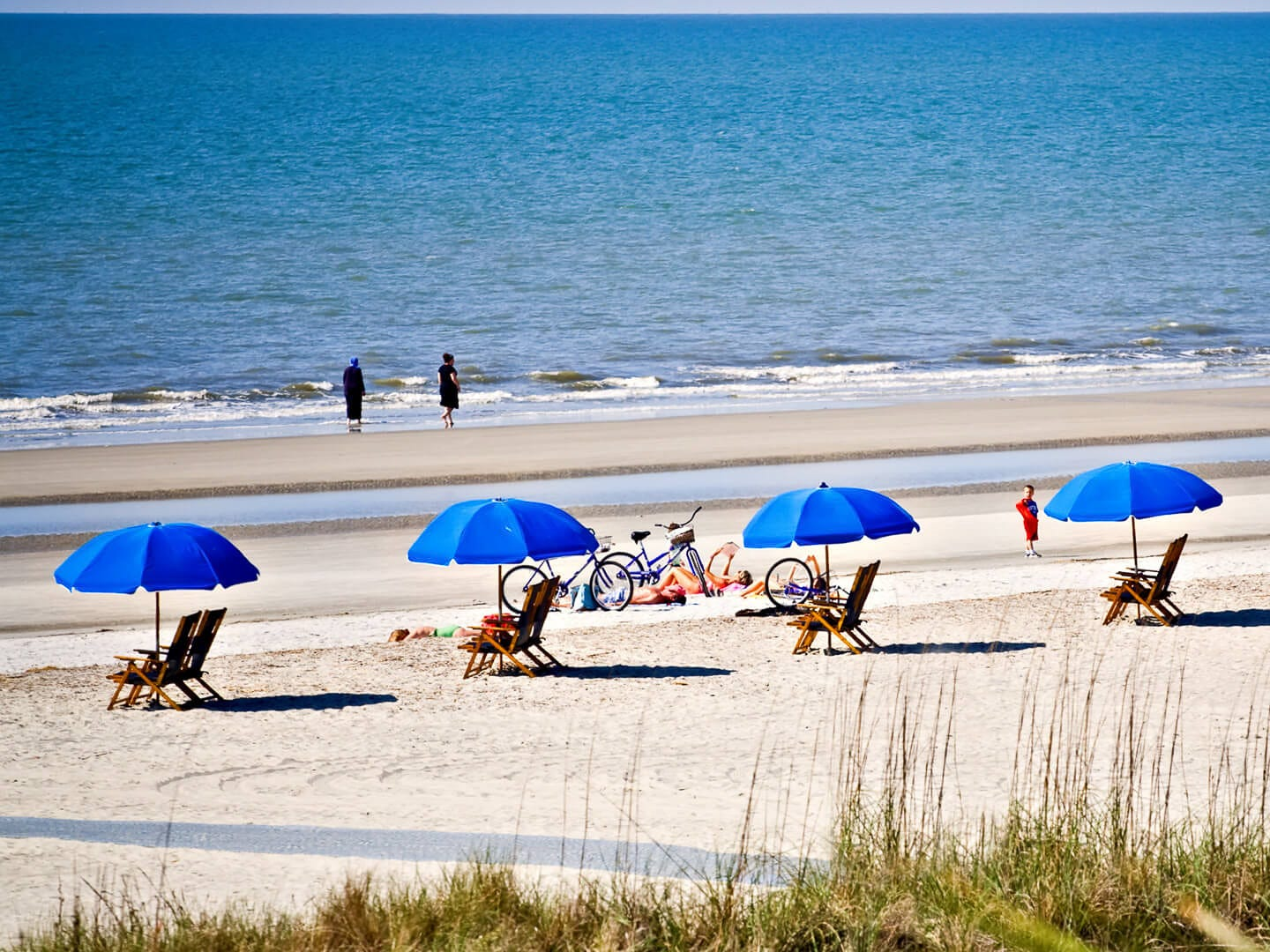 No. 4: Hilton Head, South Carolina. Thanksgiving trip cost: $1,633.50. Christmas trip cost: $1,531.50. Flying round-trip to Hilton Head for Thanksgiving will set you back an average of $683.50 — the third-highest cost compared to the other places included in this study. And, it's the second-most expensive place to fly to during Christmas, when round-trip flights cost an average of $635.50.