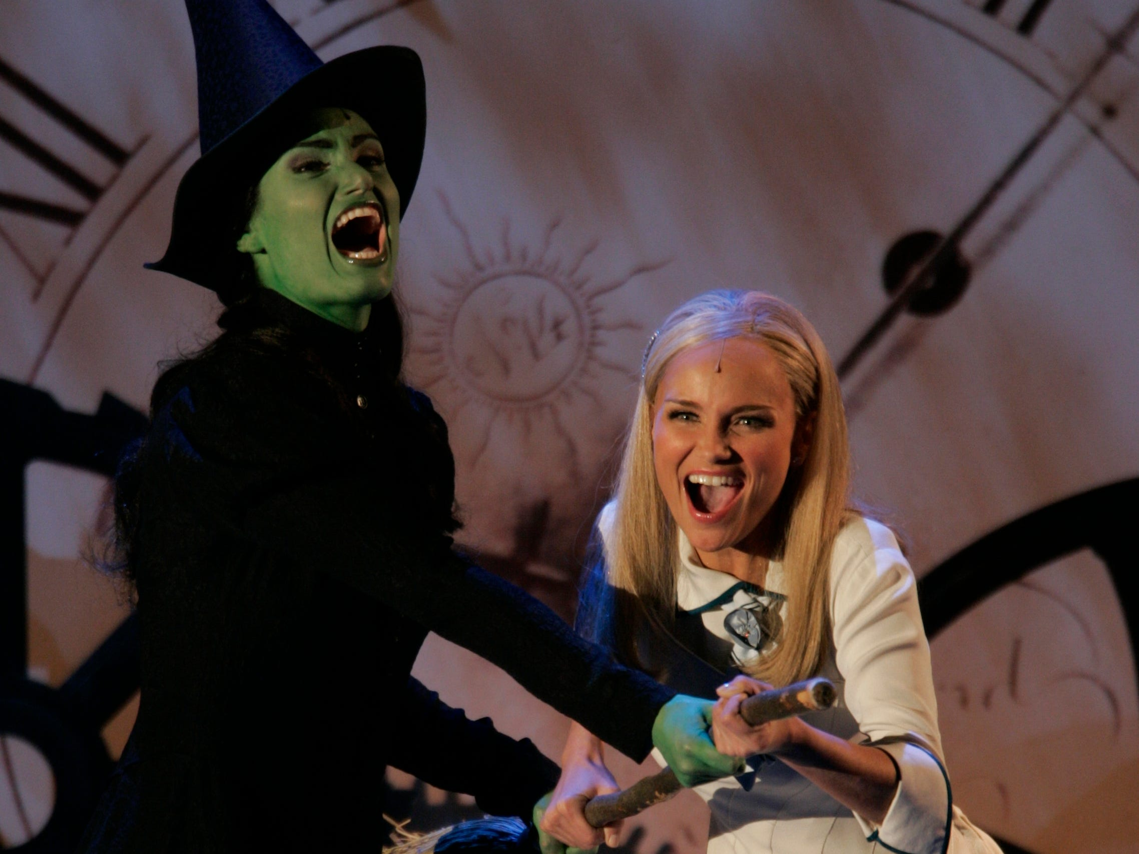 6/6/2004 -- New York --  Idina Menzel, left, and Kristin Chenoweth of Wicked perform at the 58th Annual Tonys Awards at Radio City Music Hall in New York City.  Menzel and castmate Kristin Chenoweth are both nomminated for Best Actress in a Musical for Wicked. Photo by   Robert Deutsch / USA TODAY