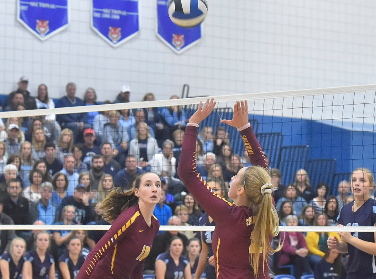 Hannah Derenne and Rebekah Day of Luxemburg-Casco at the WIAA Division 2 sectional final against Little Chute on Oct. 27, 2018, in Wrightstown. Tina M. Gohr/USA TODAY NETWORK-Wisconsin