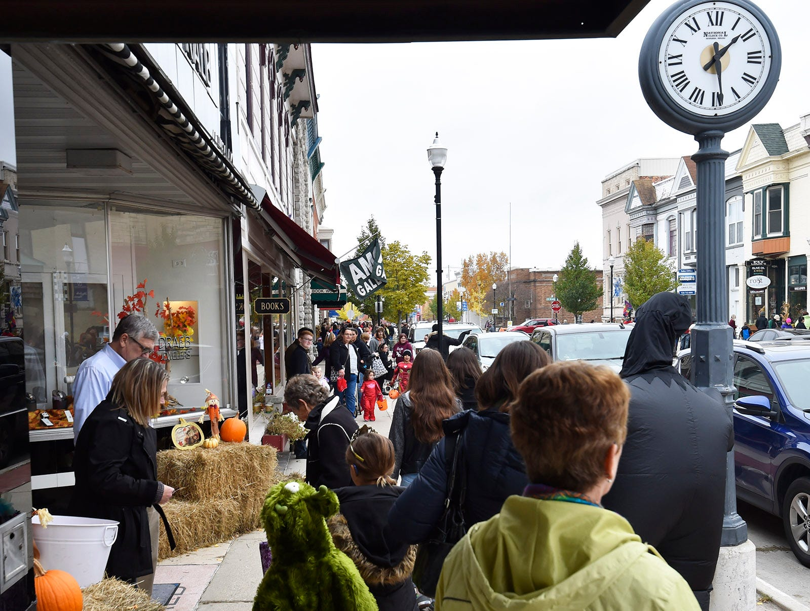 Businesses hand out candy following the Thrills on Third costume parade on Saturday, Oct. 27, 2018, in Sturgeon Bay. Tina M. Gohr/USA TODAY NETWORK-Wisconsin