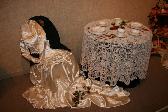 Day of the Day tablesetting at Rahr-West Art Museum in 2009.