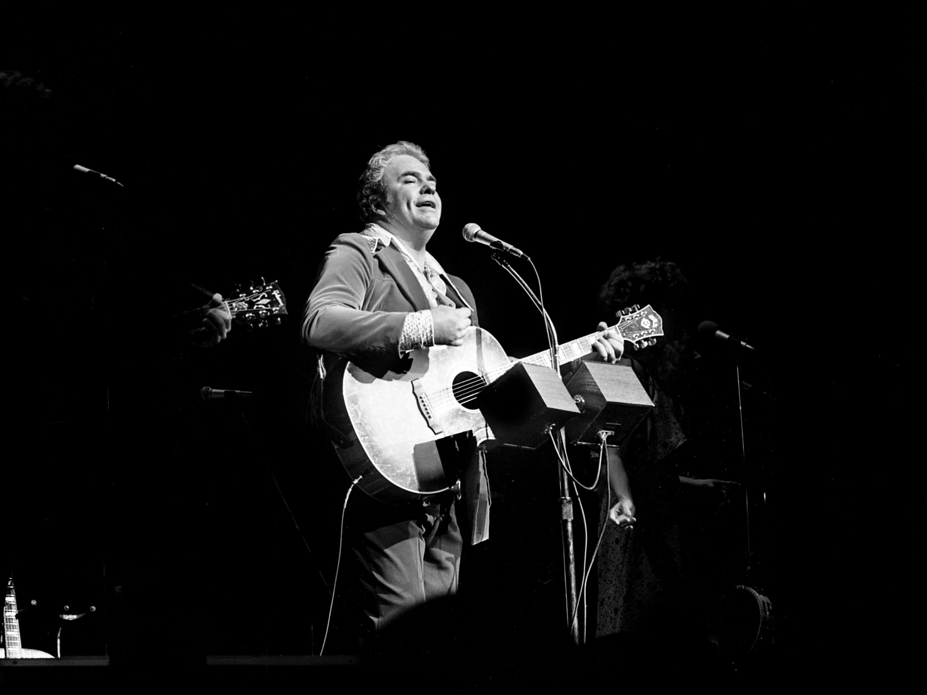 Singer-songwriter Hoyt Axton finishes a song during his Halloween concert at the Grand Ole Opry House on Oct. 31, 1978.