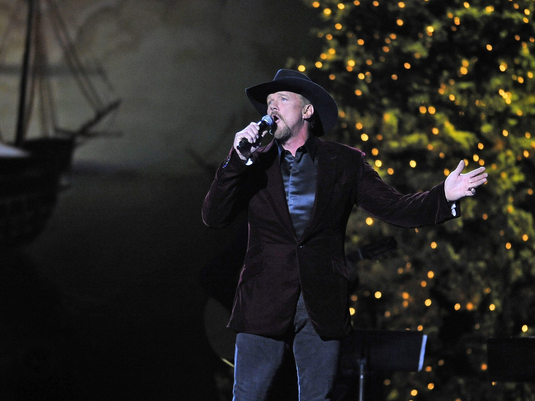NOV. 16 TRACE ADKINS CHRISTMAS SHOW: Through Dec. 25, Gaylord Opryland Hotel's Tennessee Ballroom, $99.99-$129.99, christmasatgaylordopryland.com
