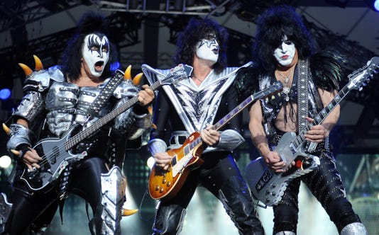 Gene Simmons Tommy Thayer Paul Stanley