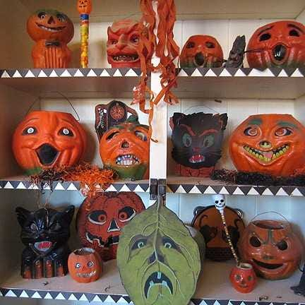 Las Cruces resident Lenny Silverman has beencollectingHalloween memorabilia, most of it vintage, for more than 50 years. His collection is displayed around his house.