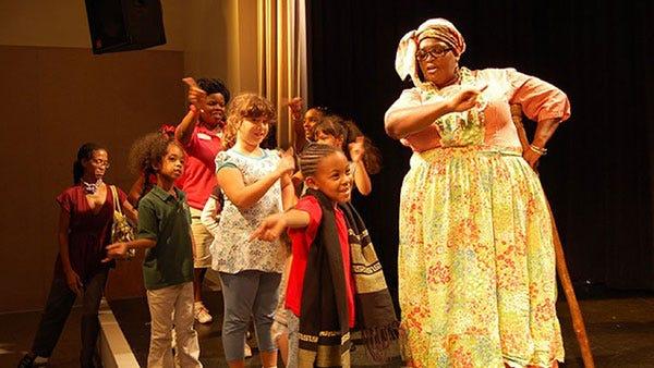 Children participate in one ofAunt Pearlie Sue workshops.