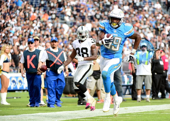 SAN DIEGO, CA - OCTOBER 25:  Ladarius Green #89 of the San Diego Chargers scores a touchdown after his catch in front of  T.J. Carrie #38 of the Oakland Raiders at Qualcomm Stadium on October 25, 2015 in San Diego, California.  (Photo by Harry How/Getty Images)