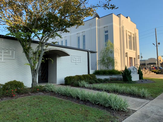 Tempe Beth El, a Jewish synagogue in Pensacola, hosted a service for solidarity and healing on Tuesday night. The service drew people from many different faiths in Pensacola to honor the victims of Saturday night's shooting at a Pittsburgh synagogue.