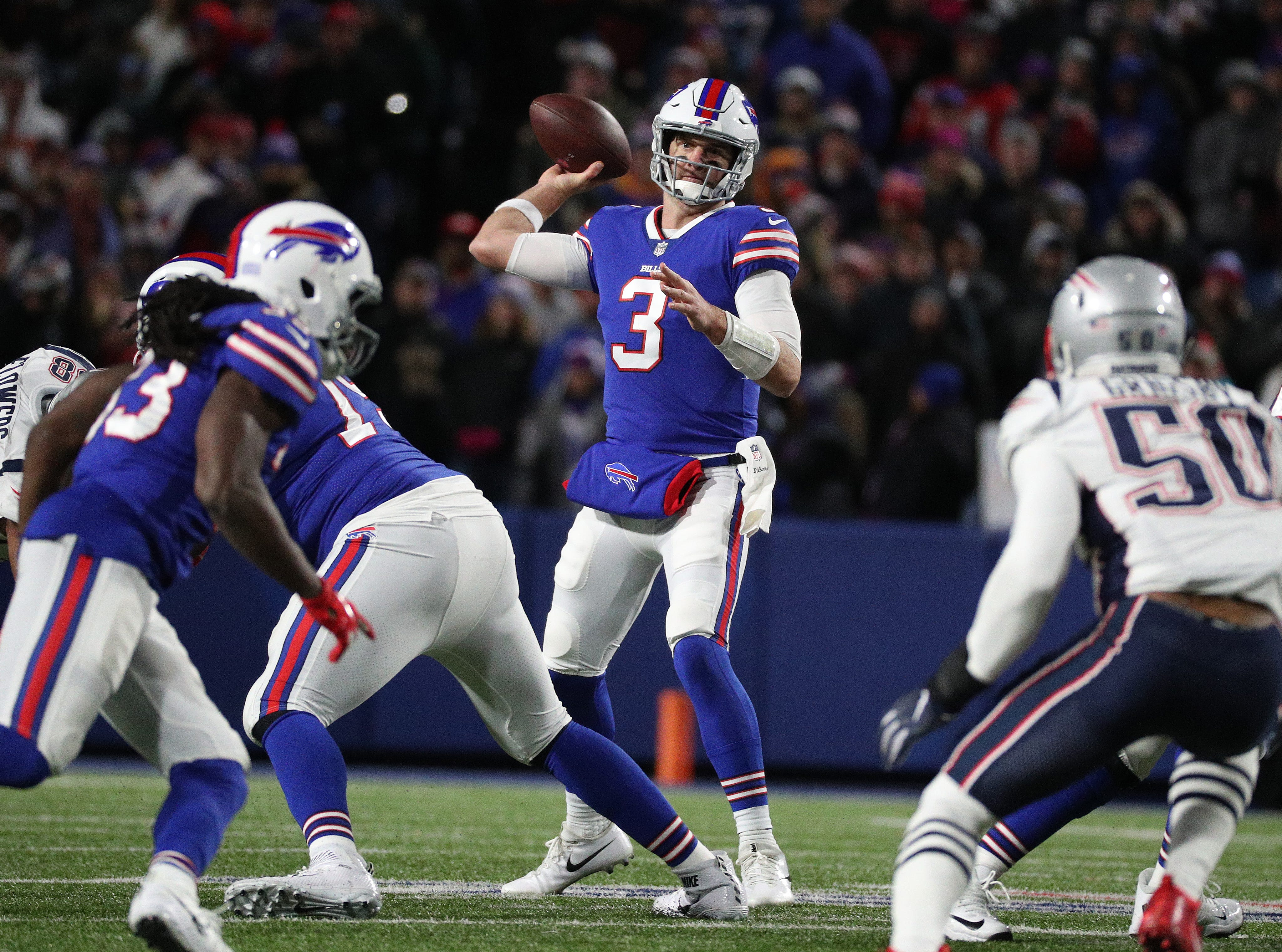 Bills receiver Derek Anderson looks for looks for a receiver against the Patriots.