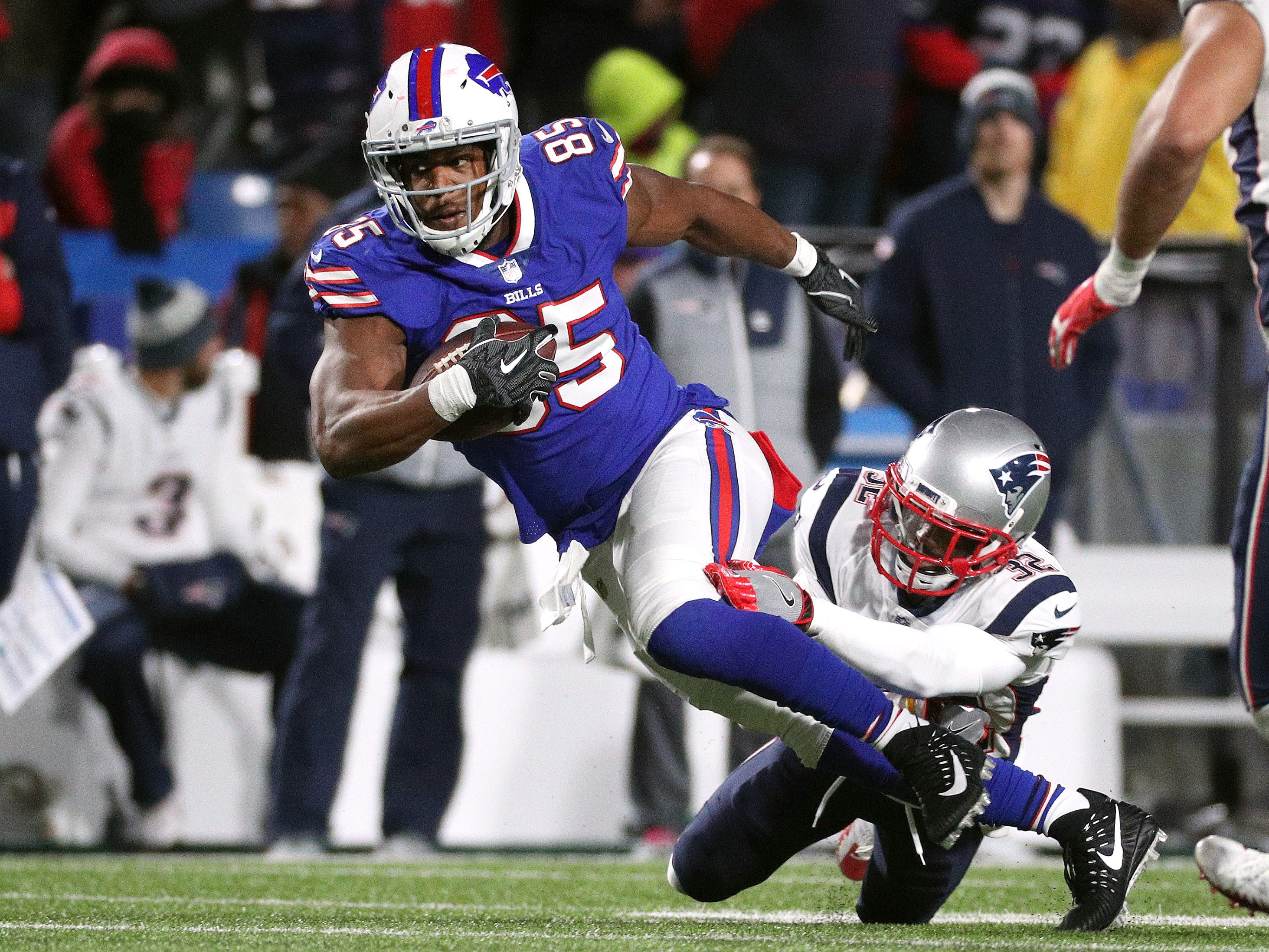 Bills tight end Charles Clay makes a catch over the middle against the Patriots.