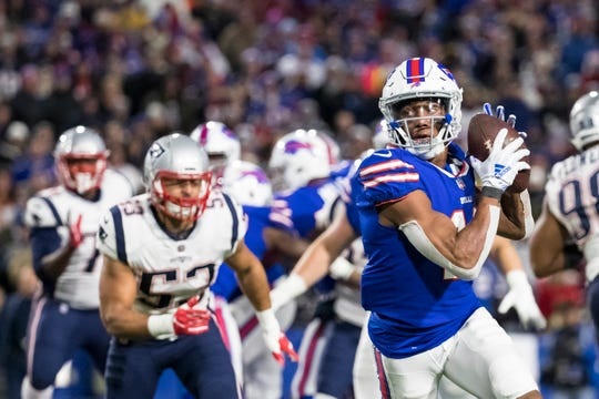 ORCHARD PARK, NY - OCTOBER 29:  Zay Jones #11 of the Buffalo Bills makes a reception during the second quarter against the New England Patriots at New Era Field on October 29, 2018 in Orchard Park, New York.  (Photo by Brett Carlsen/Getty Images)