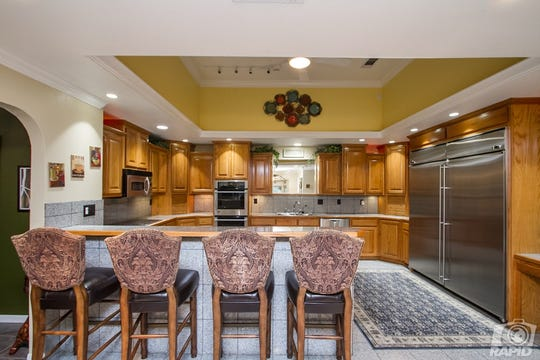 The kitchen at 1536 Loop Drive has  double ovens, a subzero fridge/freezer, walk in pantry and granite tile counter tops.