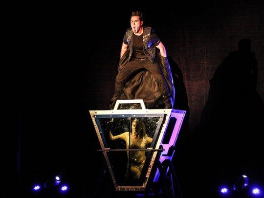 David DaVinci performs Shroud.