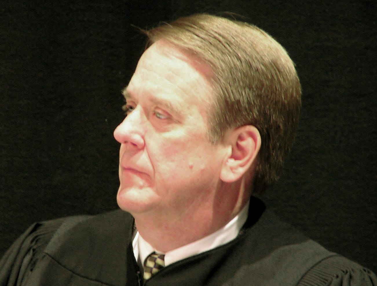 ** FILE ** State Supreme Court Justice Steven Zinter, shown in this file photo taken Oct. 8, 2003, at Yankton, S.D., sided with the high court majority on Thursday, Jan. 8, 2004, in a case involving worker's compensation. The justices ruled that Jennifer Cantalope is entitled to benefits for a severe asthma attack caused by cigar smoking in a bar where she was working. The case was argued in front of the court at Yankton in October. (AP Photo/Joe Kafka, File)