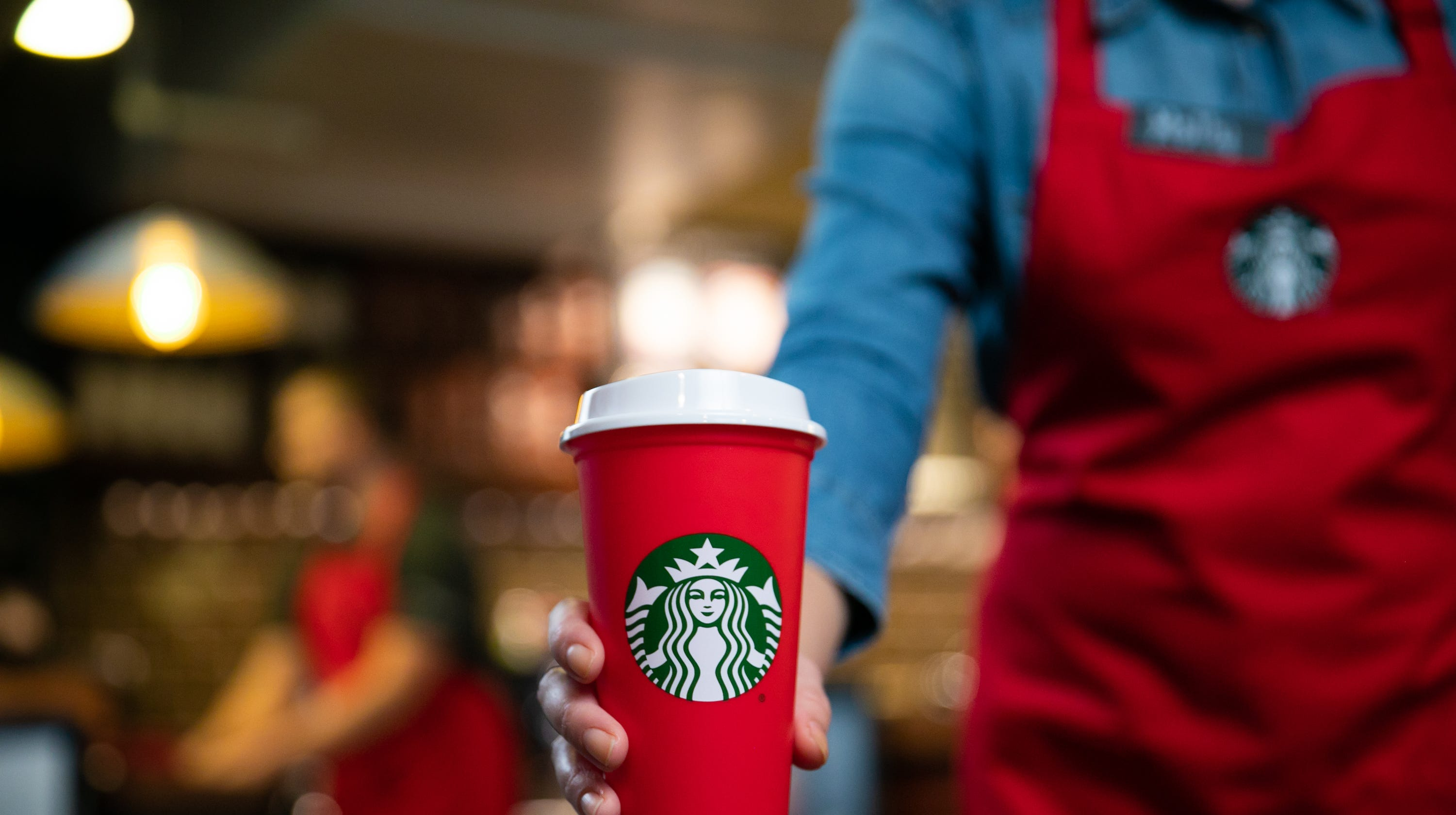 Starbucks Christmas Coffee Cups.Starbucks Holiday Cups Reusable Red Cup Drinks Pastries