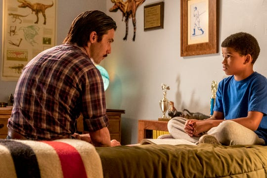 """Milo Ventimiglia as Jack Pearson and Lonnie Chavis as Young Randall on """"This Is Us."""""""