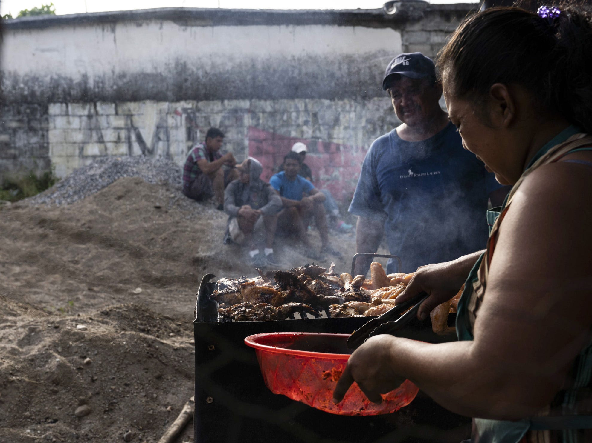 Migrants from Honduras and other Central American countries traveling in a caravan headed for the U.S. reached the town of Santiago Niltepec in the state of Oaxaca. The town is still recovering from a powerful 8.2 earthquake last year, but the resident even came out to offer food, water, and shelter in the town's central plaza. The caravan passed through a Mexican immigration checkpoint on the way, but immigration officials stood by and let them pass. None of the migrants boarded buses that sat empty offering to take those who didn't want to go farther a chance to head back to their countries. Instead, the migrants jumped on flat-bed trucks, gasoline tankers, pickups and any other vehicle that slowed down to give them rides, while immigration officials stood and watched.