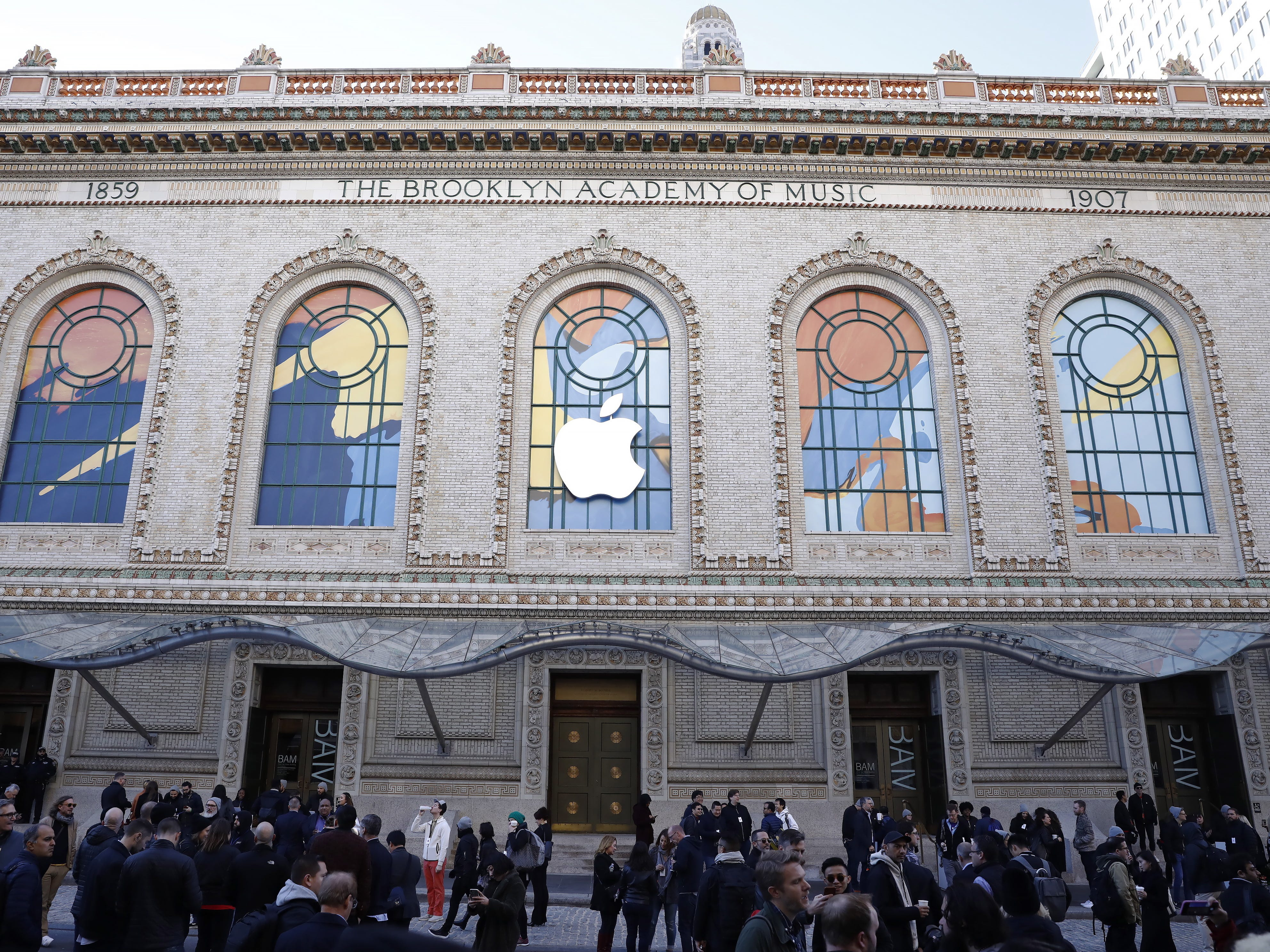 Media begin to gather outside the Howard Gilman Opera House at the Brooklyn Academy of Music before the start of an Apple event in New York, Tuesday, Oct. 30, 2018.