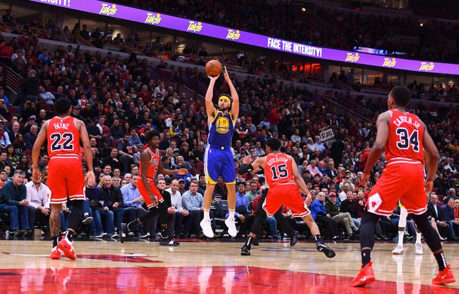Golden State Warriors guard Klay Thompson hits his record-breaking 14th 3-pointer.