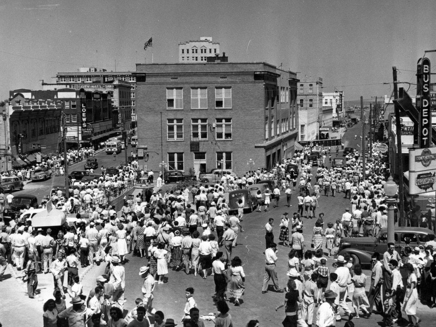 A large crowd turned out in February 1929 when the city's bluff tunnel was opened. The tunnel linked downtown Corpus Christi to uptown.