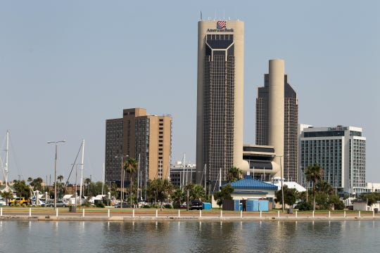 View of Shoreline Boulevard, including One Shoreline Plaza and the Omni.