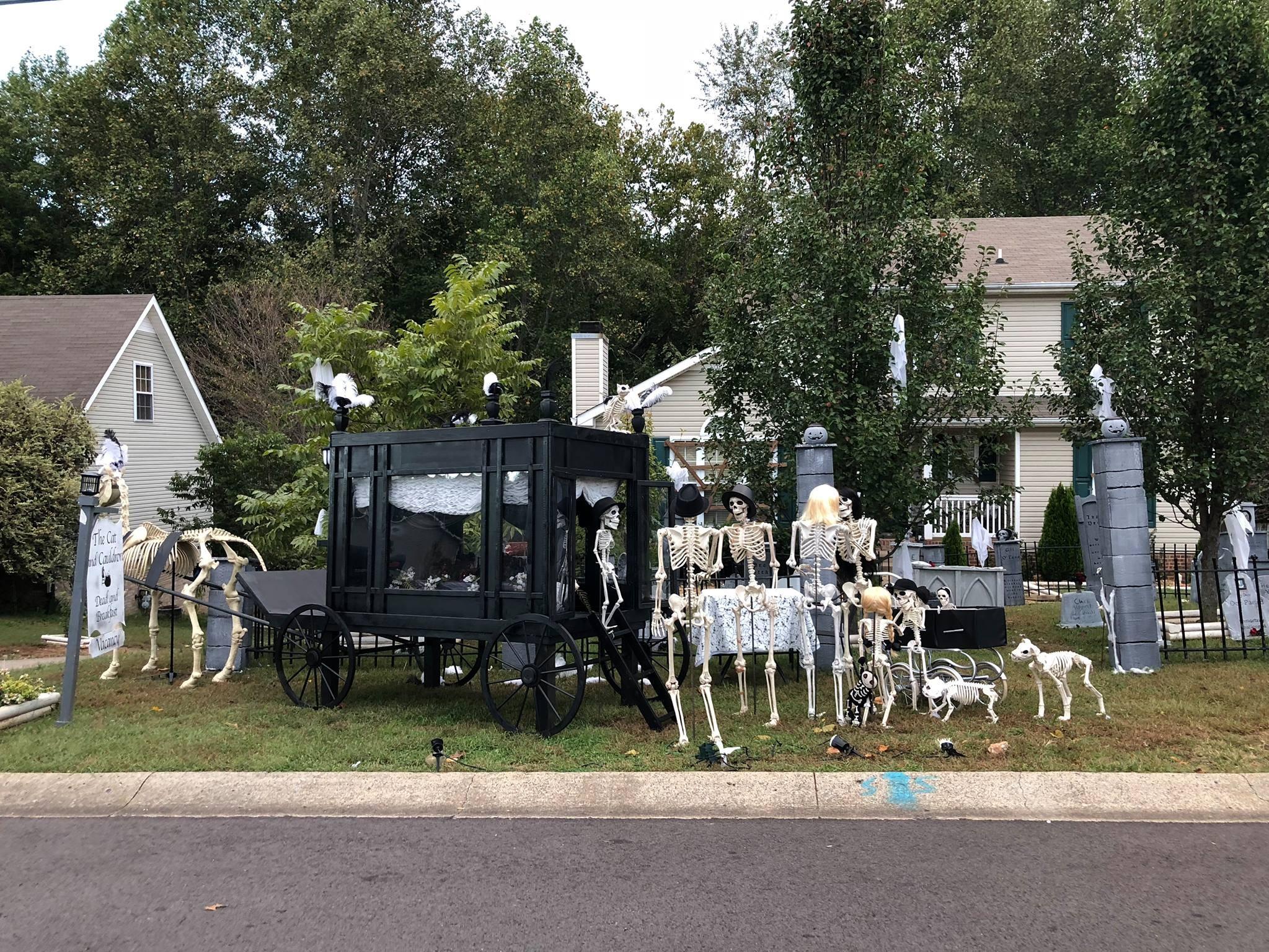 The Esqueletos arrive for a visit