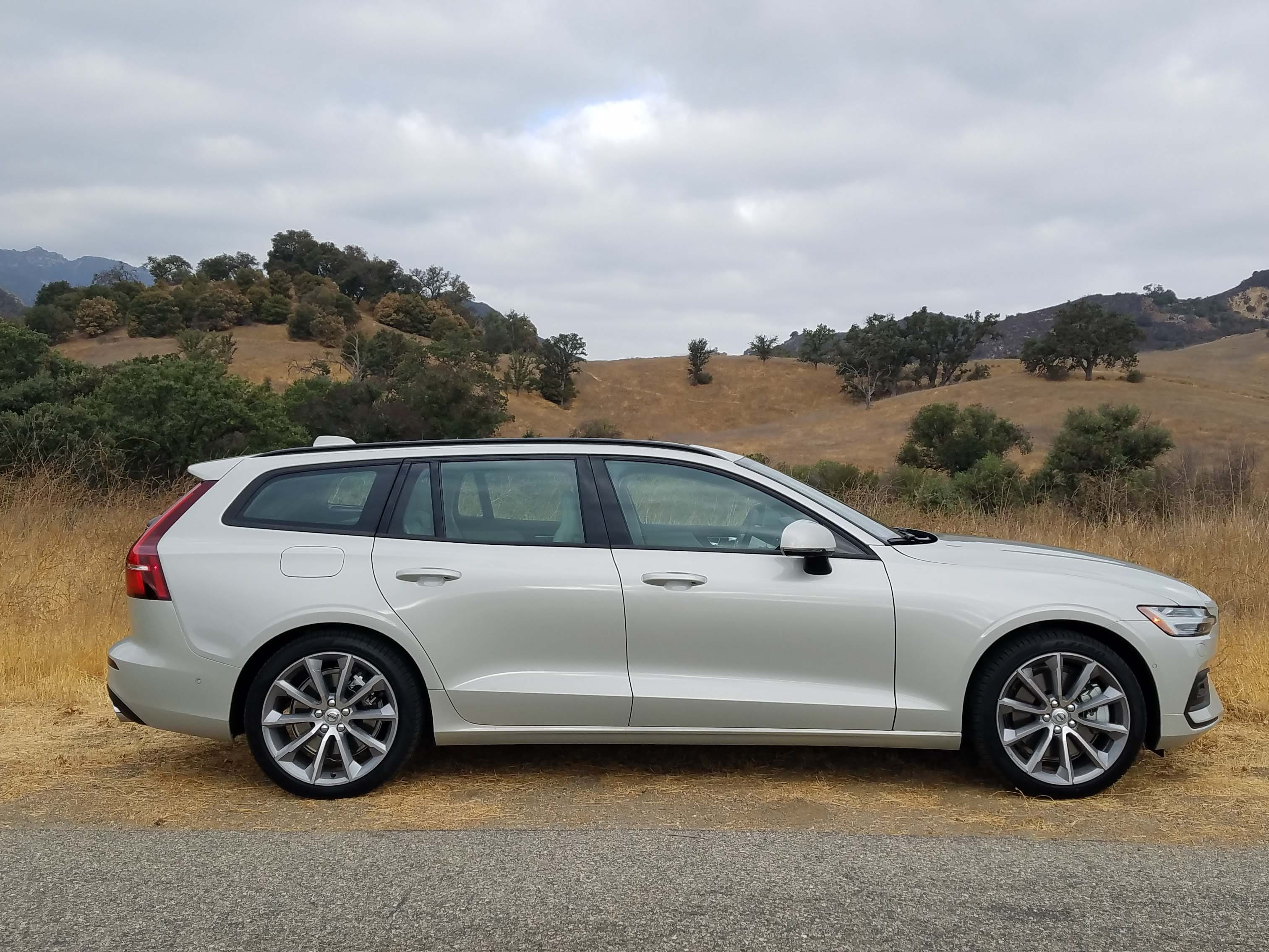 The dramatic 2019 Volvo V60 wagon aims to appeal to wagon-allergic Americans with better looks and more utility than the brand's best-selling X60 ute.
